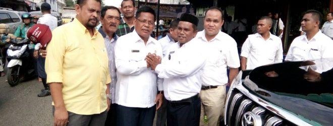 Walikota Banda Aceh salam Komando dengan Keuchik Gampong Peunayong