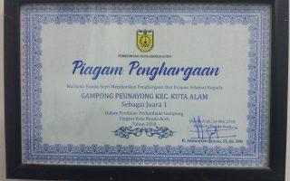 Piagam Penghargaan sebagai Juara 1 Lomba Gampong Tingkat Kota Banda Aceh Tahun 2018